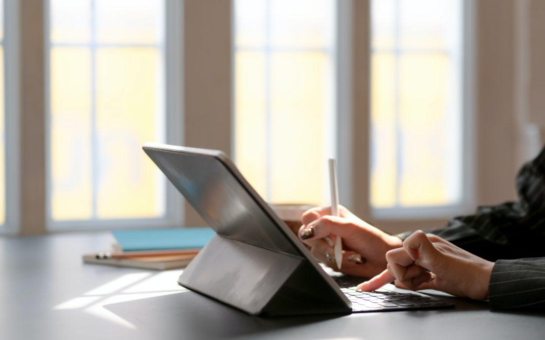 Lezioni online accessibili agli studenti sordi: 6 consigli per gli insegnanti