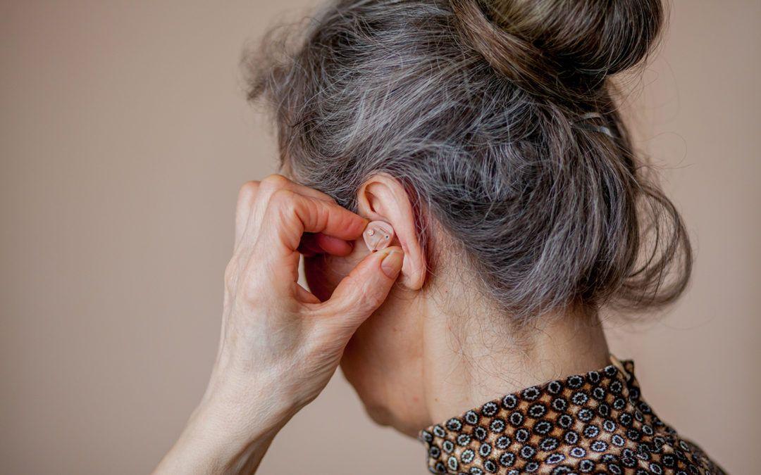 Una donna crede di essere sorda, ma l'otorino trova qualcosa di assurdo!